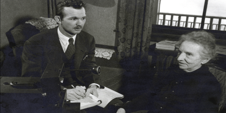 "Lester W. J. ""Smoky"" Seifert interviewing a Wisconsin German speaker in the 1940s"